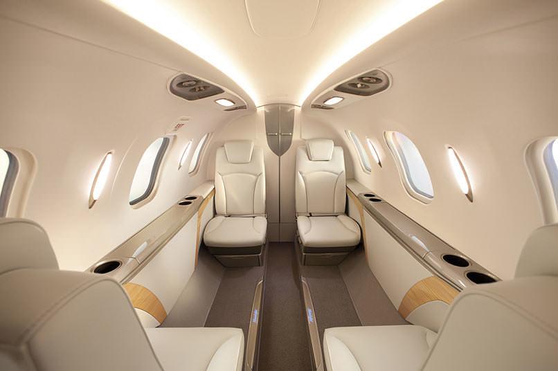 Aeronave Pode Transportar Dois Pilotos Quatro Passageiros E Tamb M