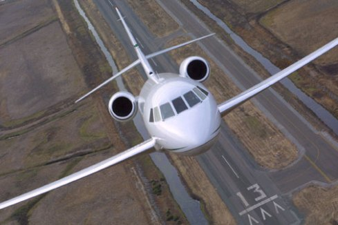 Dassault comemora os 20 anos do jato executivo Falcon 2000